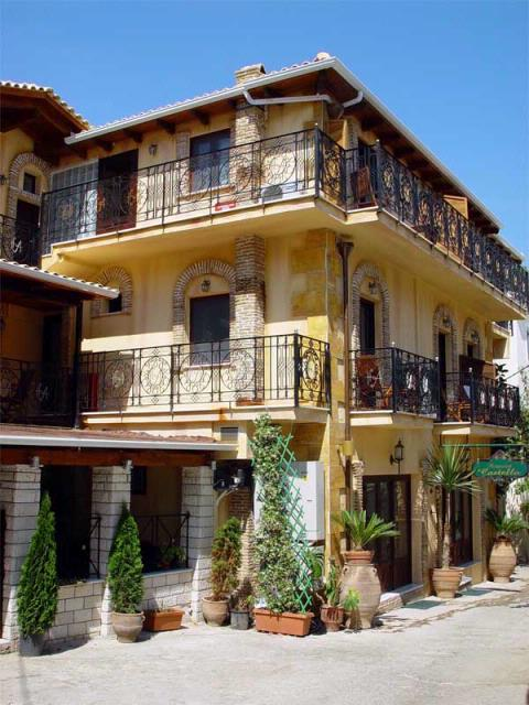 Acropol hotel exterior photo in <strong>old town Parga</strong>